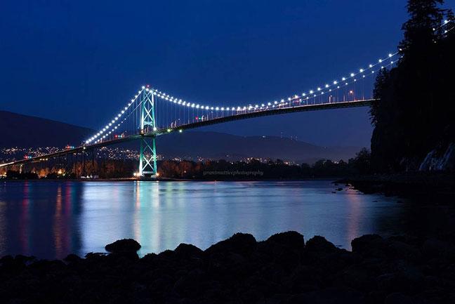 cầu lions gate về đêm