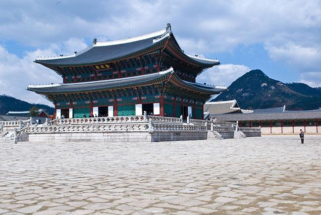 cần chính điện - geunjeongjeon
