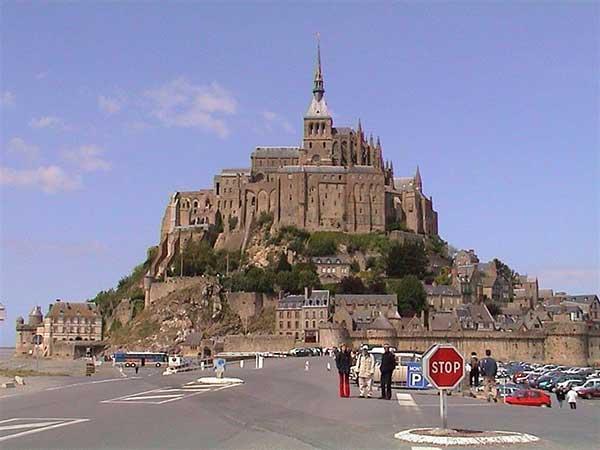 tu-vien-mont-saint-michel-lau-dai-co-kinh-o-phap
