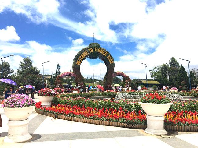 cổng chào vườn hoa thành phố