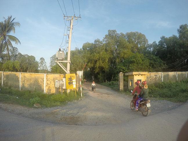 đường vào bãi khem