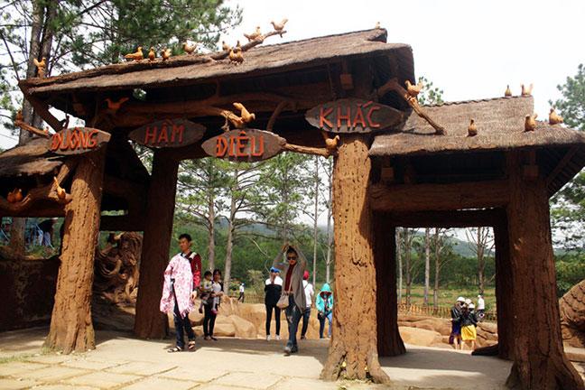 cổng vào đường hầm đất sét, đường hầm điêu khắc