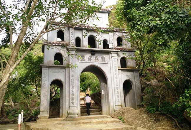 Cổng chùa Bái Đính cổ