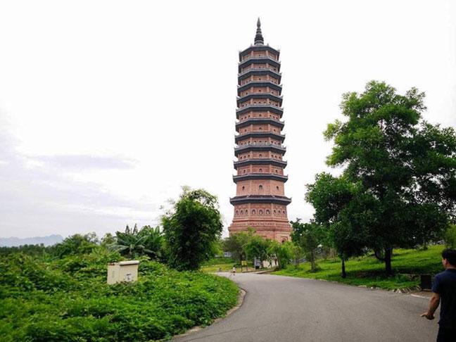 Bảo tháp chùa Bái Đính