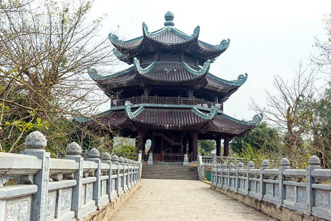 tháp chuông chùa bái đính