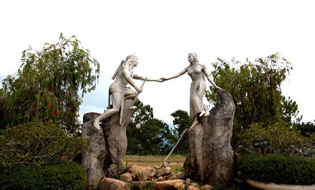 tượng chàng k'lang và h'biang trên đỉnh langbiang