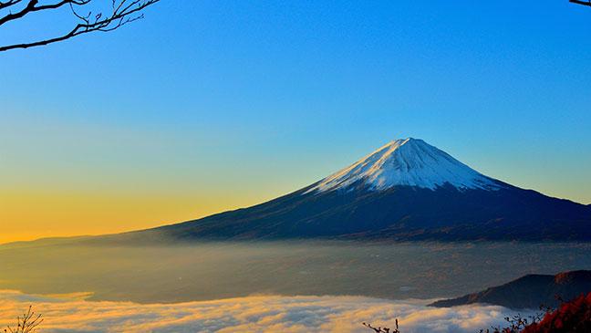 đỉnh núi phú sĩ tuyết phủ trắng quanh năm
