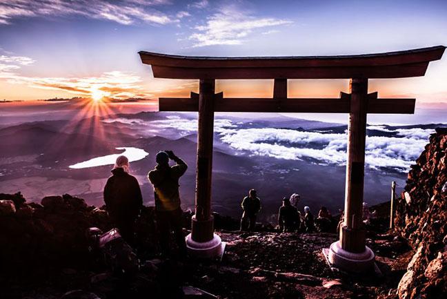 ngắm bình minh trên đỉnh núi phú sĩ