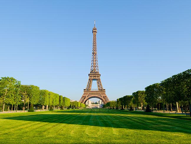 tháp eiffel hùng vĩ tại thủ đô paris