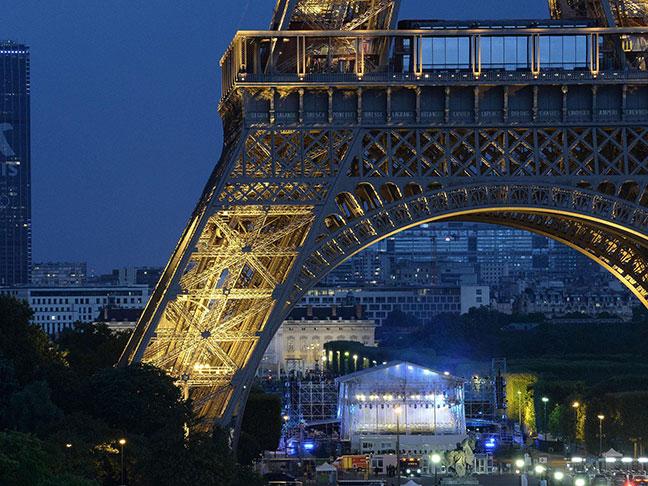 một góc tháp eiffel về đêm
