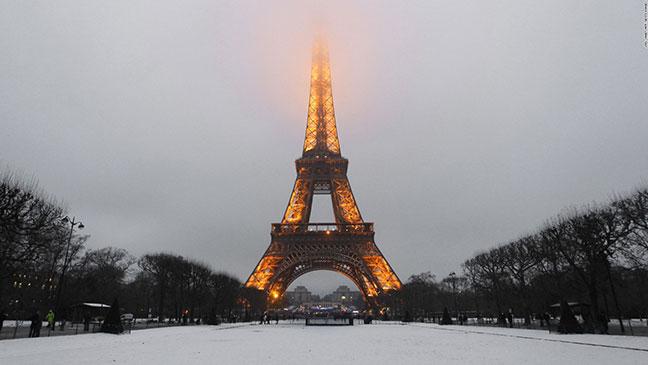 tháp eiffel vào mùa đông