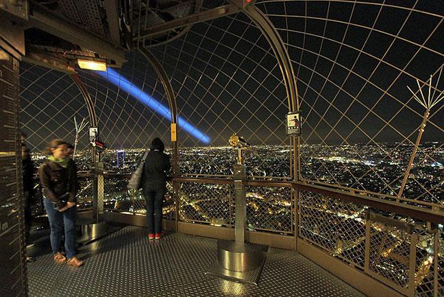 tầng 3 tháp eiffel nhìn xuống paris về đêm